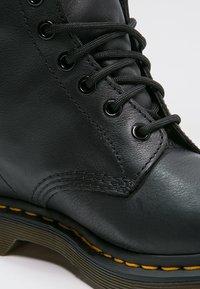 Dr. Martens - 1460 PASCAL - Šněrovací kotníkové boty - black - 5