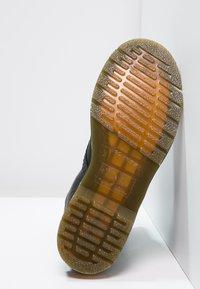Dr. Martens - 1460 PASCAL - Šněrovací kotníkové boty - black - 4