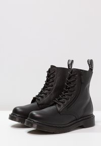 Dr. Martens - 1460 PASCAL ZIP 8 EYE BOOT - Schnürstiefelette - black - 3