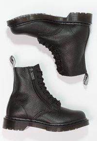 Dr. Martens - 1460 PASCAL ZIP 8 EYE BOOT - Stivaletti stringati - black - 2