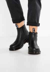 Dr. Martens - 2976 W/ZIPS CHELSEA BOOT - Classic ankle boots - black - 0