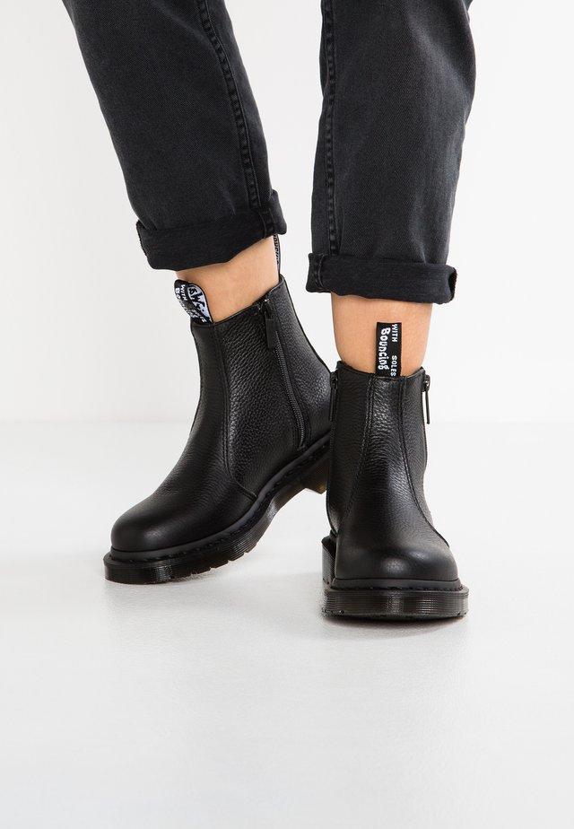 2976 W/ZIPS CHELSEA BOOT - Støvletter - black