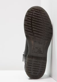 Dr. Martens - 2976 W/ZIPS CHELSEA BOOT - Botines - black - 5