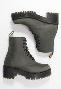 Dr. Martens - SHRIVER HI 8 EYE BOOT - Platform ankle boots - slate maldova - 3