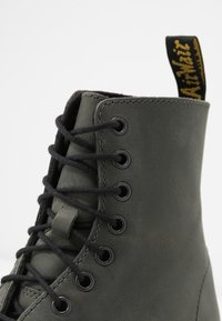 Dr. Martens - SHRIVER HI 8 EYE BOOT - Platform ankle boots - slate maldova - 2