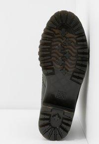 Dr. Martens - SHRIVER HI 8 EYE BOOT - Platform ankle boots - slate maldova - 6