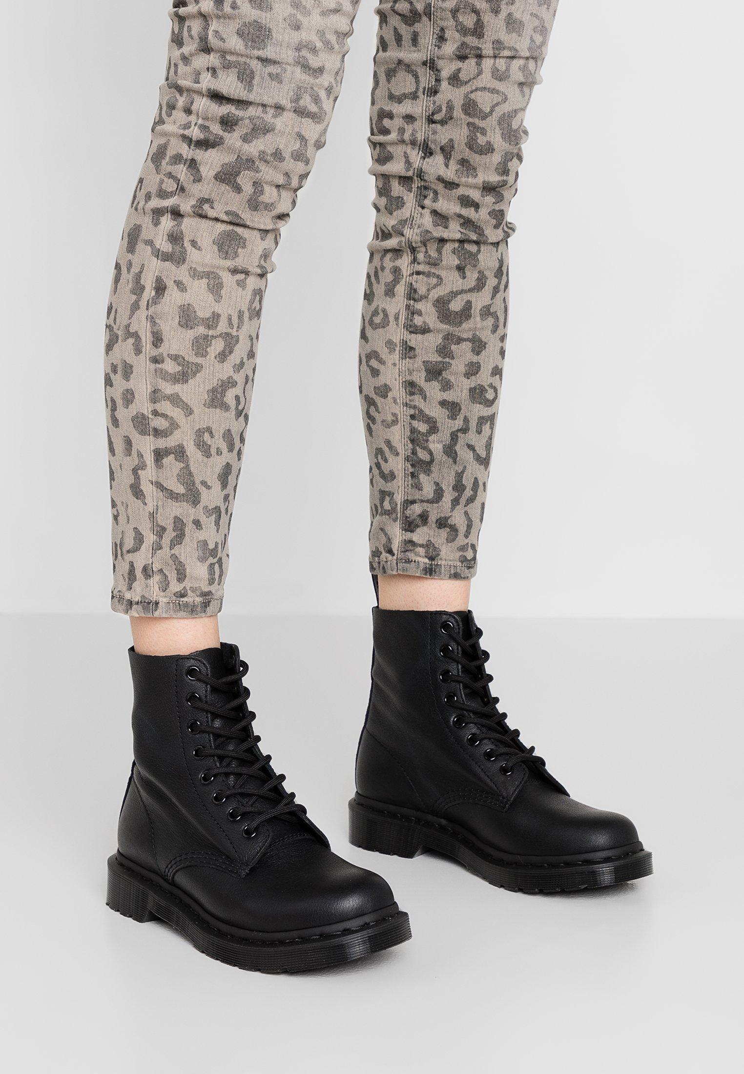 Myydään Dr Martens 3989 Bex Naisten Platform Kengät Mustat