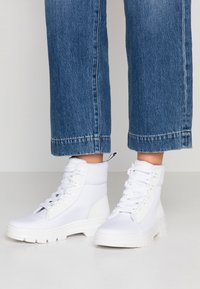 Dr. Martens - COMBS - Plateaustiefelette - white - 0