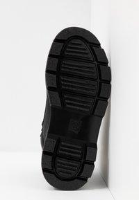 Dr. Martens - COMBS - Platform ankle boots - black - 6