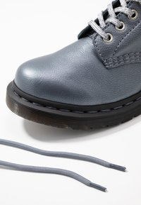 Dr. Martens - 1460 PASCAL - Bottines à plateau - gunmetal/metallic virginia - 7