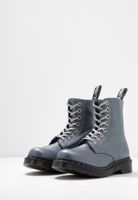 Dr. Martens - 1460 PASCAL - Bottines à plateau - gunmetal/metallic virginia - 4