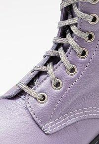 Dr. Martens - 1460 PASCAL - Kotníkové boty na platformě - lavender metallic virginia - 2