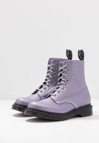 Dr. Martens - 1460 PASCAL - Kotníkové boty na platformě - lavender metallic virginia - 4