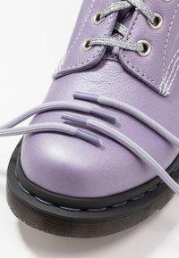 Dr. Martens - 1460 PASCAL - Kotníkové boty na platformě - lavender metallic virginia - 7