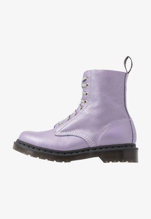 1460 PASCAL - Kotníkové boty na platformě - lavender metallic virginia