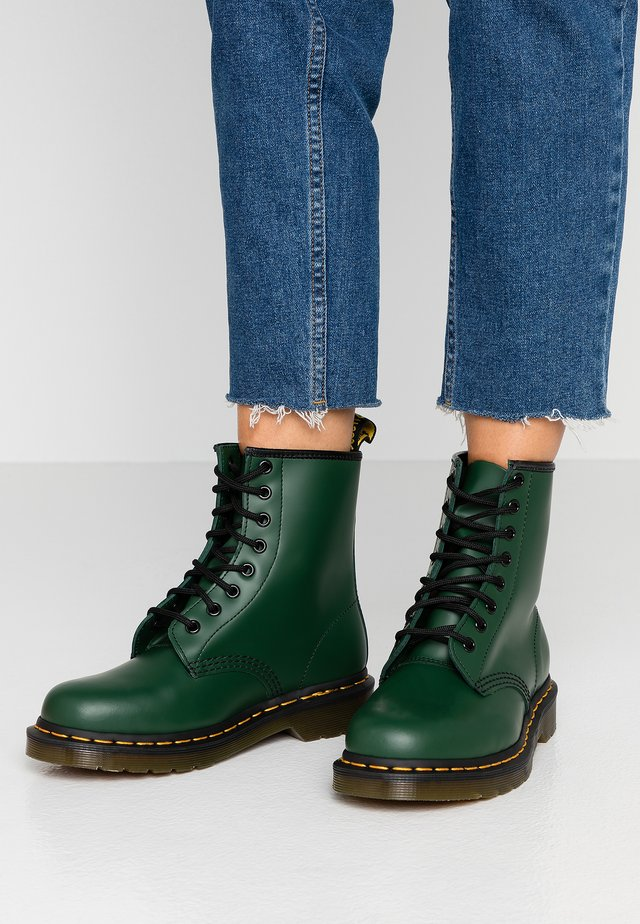 1460 BOOT - Botines con cordones - green smooth
