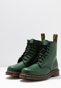 Dr. Martens - 1460 BOOT - Lace-up ankle boots - green smooth - 4