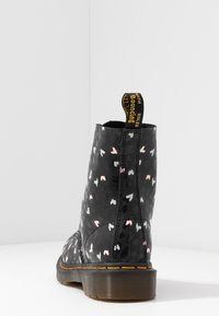 Dr. Martens - 1460 PASCAL HEARTS 8 EYE BOOT - Lace-up ankle boots - black - 5