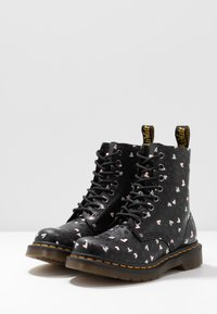 Dr. Martens - 1460 PASCAL HEARTS 8 EYE BOOT - Lace-up ankle boots - black - 4
