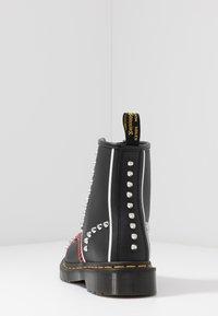 Dr. Martens - STUD 8 EYE BOOT - Cowboy/biker ankle boot - black backhand - 5