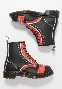 Dr. Martens - STUD 8 EYE BOOT - Cowboy/biker ankle boot - black backhand - 3