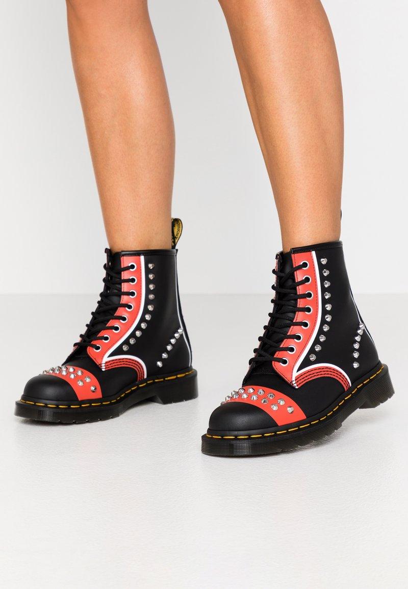 Dr. Martens - STUD 8 EYE BOOT - Cowboy/biker ankle boot - black backhand