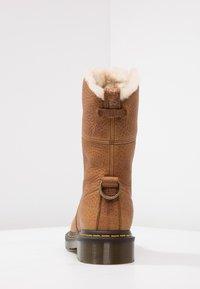 Dr. Martens - AIMILITA 9 EYE TOE CAP BOOT - Lace-up boots - tan - 4