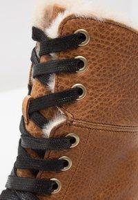 Dr. Martens - AIMILITA 9 EYE TOE CAP BOOT - Lace-up boots - tan - 6