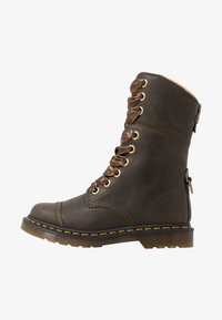 Dr. Martens - AIMILITA 9 EYE TOE CAP BOOT - Lace-up boots - olive wyoming - 1