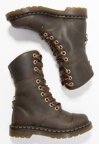 Dr. Martens - AIMILITA 9 EYE TOE CAP BOOT - Lace-up boots - olive wyoming - 3