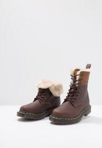 Dr. Martens - 1460 KOLBERT SNOWPLOW - Lace-up ankle boots - dark brown - 7