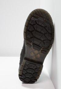 Dr. Martens - 2976 ALYSON ZIPS SNOWPLOW - Classic ankle boots - black - 6