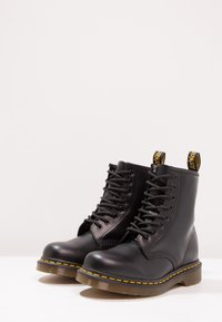 Dr. Martens - 1460 BOOT - Lace-up ankle boots - schwarz - 2