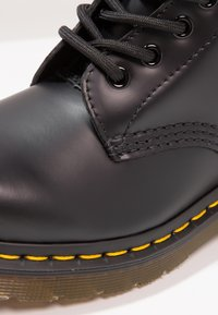 Dr. Martens - 1460 BOOT - Lace-up ankle boots - schwarz - 5