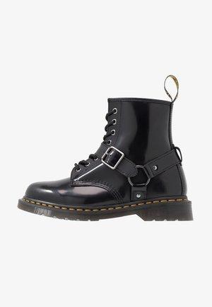 1460 HARNESS BOOT - Nauhalliset nilkkurit - black