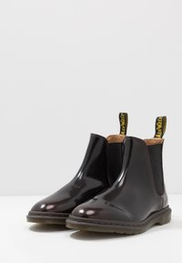 Dr. Martens - GRAEME II 8 EYE FORMAL BOOT - Classic ankle boots - cherry red/arcadia - 2
