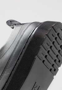 Dr. Martens - DANTE ZIP - Chaussures à lacets - black softy - 5