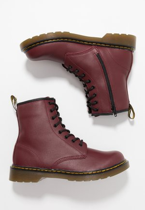 1460 8-EYE BOOT YOUTH - Stivaletti - cherry red