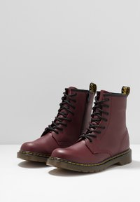 Dr. Martens - 1460 8-EYE BOOT YOUTH - Botki - cherry red - 3