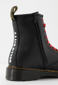 Dr. Martens - 1460 HELLO-KITTY  Y - Lace-up ankle boots - black - 6
