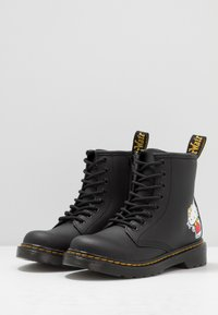 Dr. Martens - 1460 HELLO -KITTY J - Lace-up ankle boots - black - 3