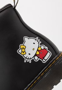 Dr. Martens - 1460 HELLO -KITTY J - Lace-up ankle boots - black - 2