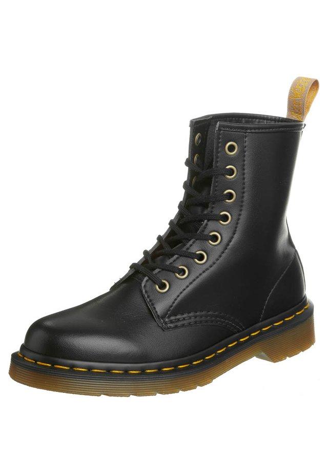 WINCHESTER II BOOT 1460 VEGAN - Šněrovací kotníkové boty - black