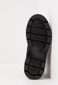 Dr. Martens - BONNY TECH MILITARY BOOT - Šněrovací kotníkové boty - black - 4