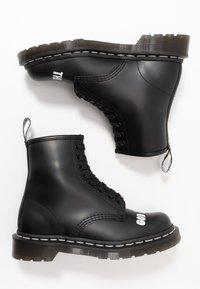 Dr. Martens - 1460 SEX PISTOLS - Šněrovací kotníkové boty - black - 1