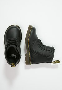 Dr. Martens - 1460 T Softy - Lace-up ankle boots - schwarz - 1