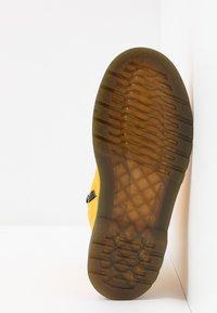 Dr. Martens - 1460 - Snörstövletter - yellow romario - 5