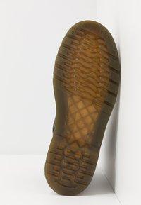 Dr. Martens - 1460 WILDHORSE LAMPER - Botki sznurowane - dark brown - 5