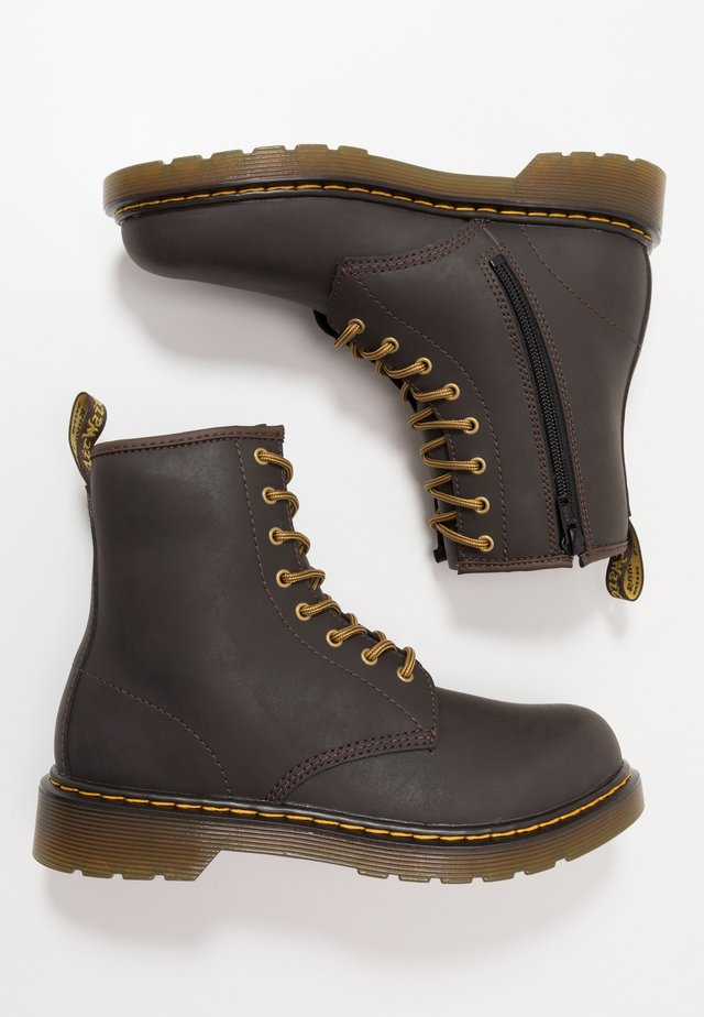 1460 WILDHORSE LAMPER - Stivaletti stringati - dark brown