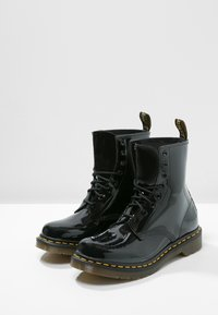 Dr. Martens - 1460 8 EYE BOOT LAMPER - Stivaletti stringati - black - 2